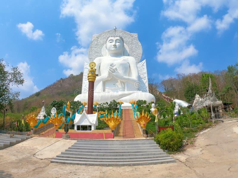 Wat Tham Phrathat Khao Prang, Lopburi, Tailandia imagenes de archivo