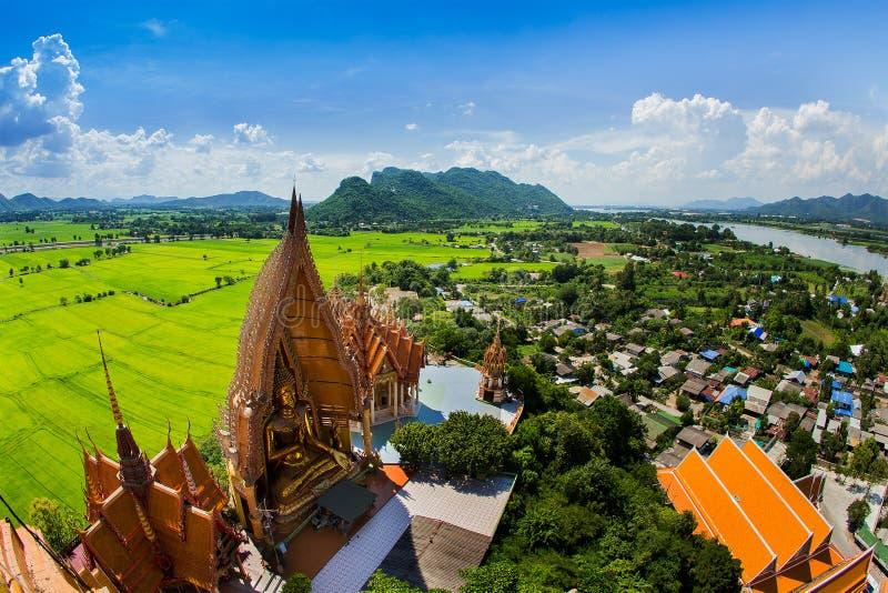 Wat Tham Sua (templo da caverna do tigre) fotografia de stock
