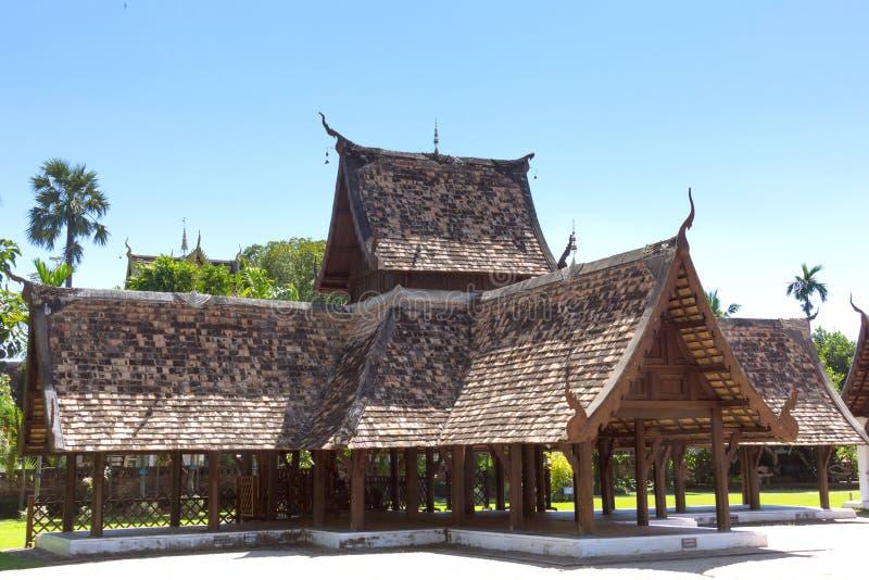 Wat Ton Khen, vecchio tempio di legno nello stile di lanna, Tailandia fotografia stock