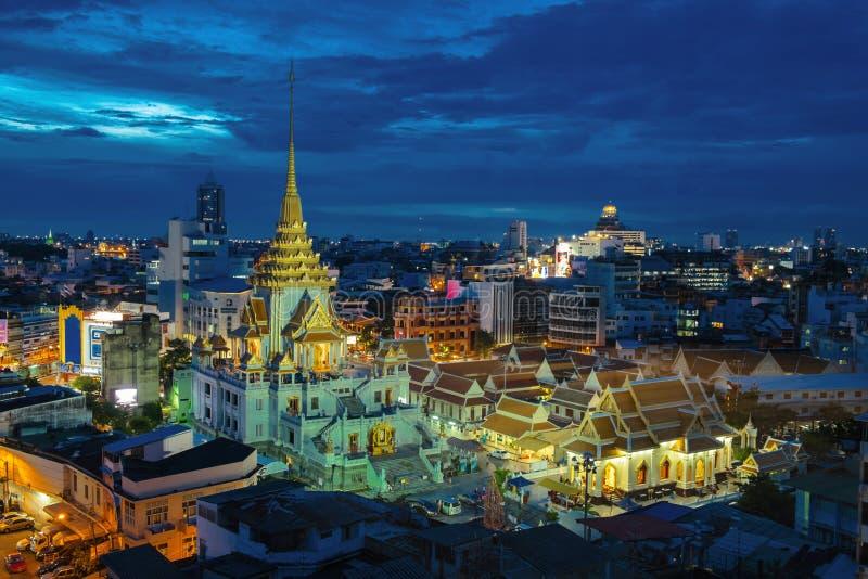 Wat Traimit royaltyfria bilder
