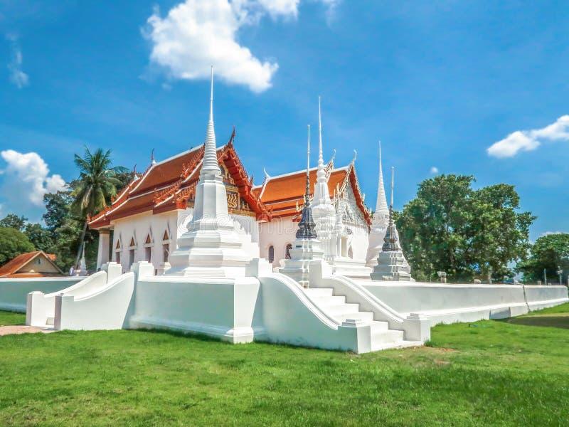 Wat Uposatharam,在Uthai Thani,泰国的寺庙在多云天 免版税库存照片