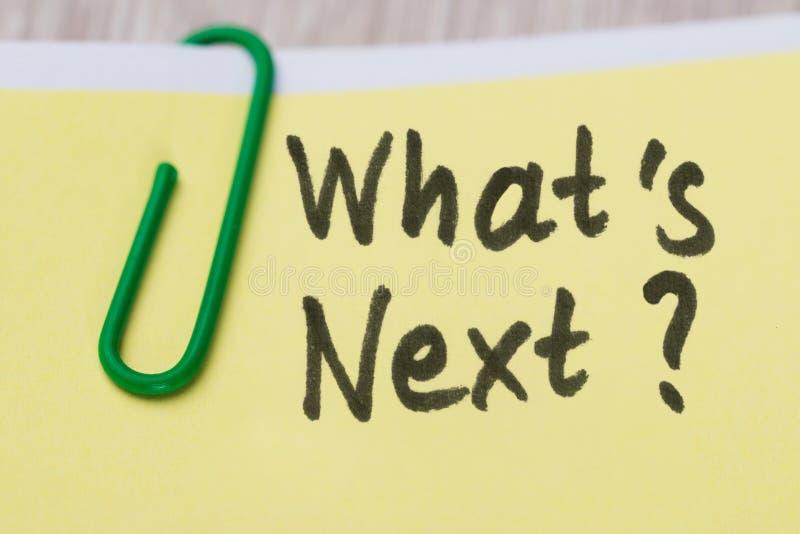 Wat Volgende Tekst op Zelfklevende Nota's met Paperclip is stock foto