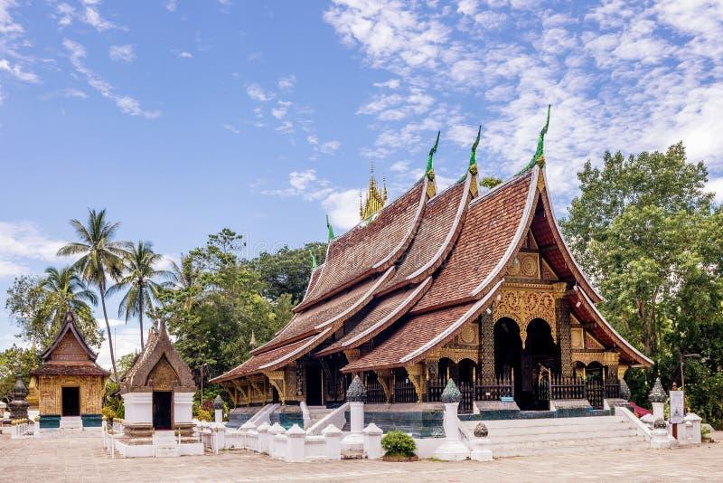 Wat Xieng皮带佛教寺庙的美丽的景色,琅勃拉邦,老挝,亚洲 免版税库存图片