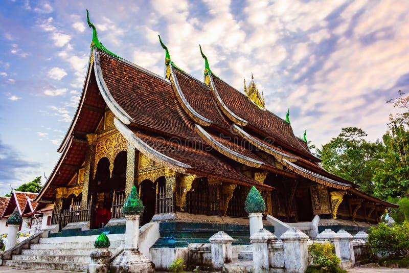 Wat Xieng Thong o il tempio dorato della città Il tempio buddista più importante nella città del patrimonio mondiale dell'Unesco, immagine stock libera da diritti