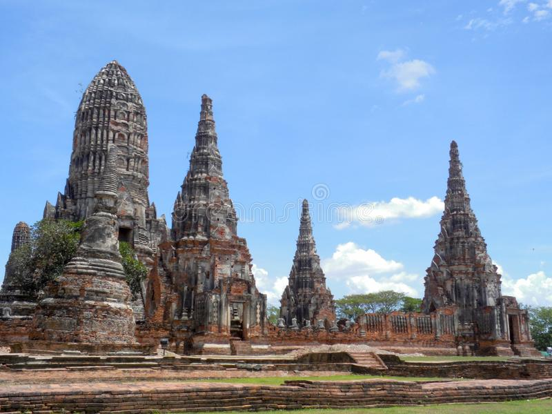 Wat Yai Chai Mongkol, est situé au sud-est de la ville Le grand chedi là peut être photo libre de droits