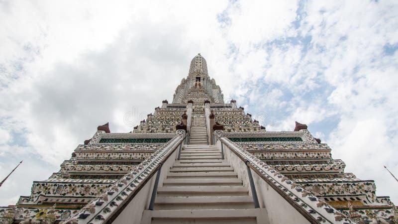 Wata Arun Ratchawararam Ratchawaramahawihan lub Wata Arun buddyjska świątynia świt sławny antyczny uroczysty pałac w Bangkok Tajl zdjęcia royalty free