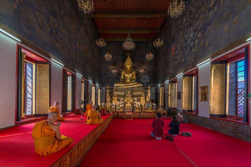 Wata Ratchanatda świątynia Złotego metalu kasztelu sławny miejsce w Bangkok Tajlandia zdjęcie stock