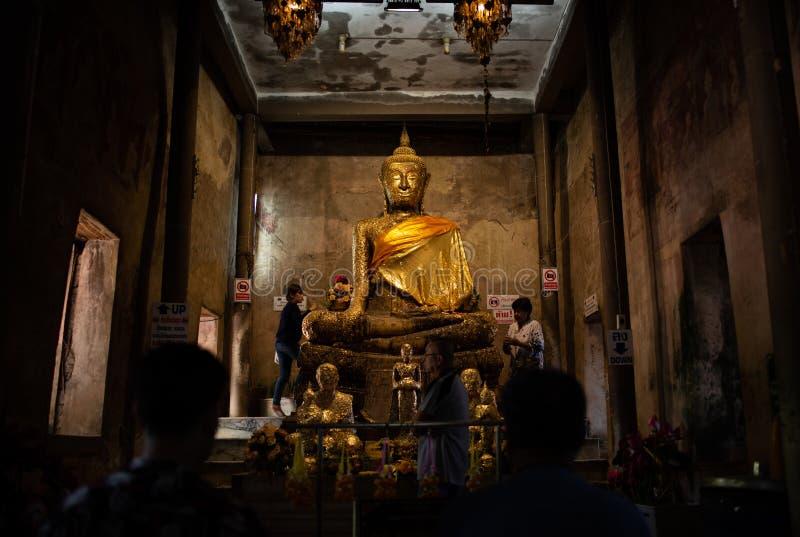 Wata uderzenie Kung, świątynia chująca wśród korzeni banyan drzewo Ten świątynia lubi Angkor Wat wewnątrz obrazy stock