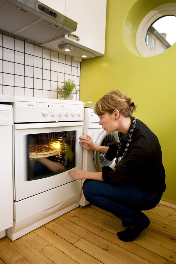 Download Watching Pizza Bake Royalty Free Stock Photography - Image: 3193207