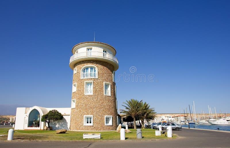 Watchtower bij haven Almerimar op Costa del Almeria in Spanje stock afbeelding