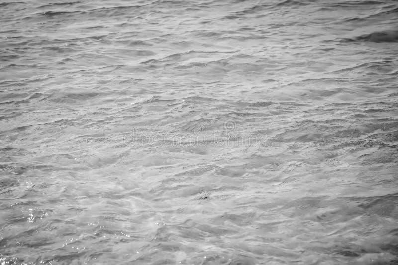 Water achtergrond mooie overzeese oceaan met van de de oppervlakte blauwe textuur van de golvenhorizon de aardmening bij de zomer royalty-vrije stock foto