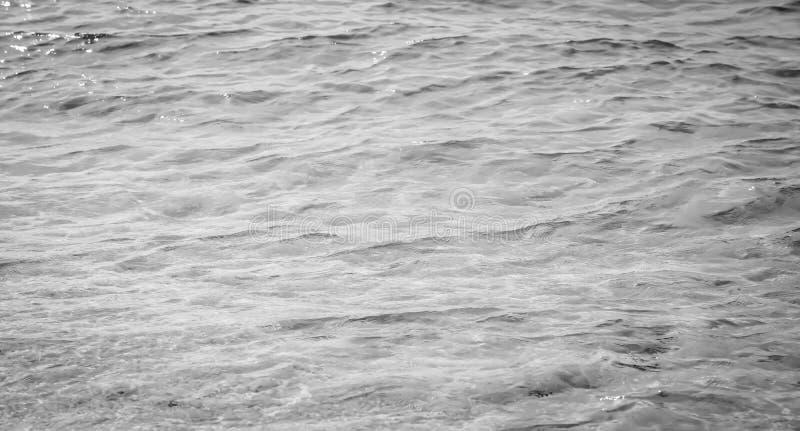 Water achtergrond mooie overzeese oceaan met van de de oppervlakte blauwe textuur van de golvenhorizon de aardmening bij de zomer stock afbeelding