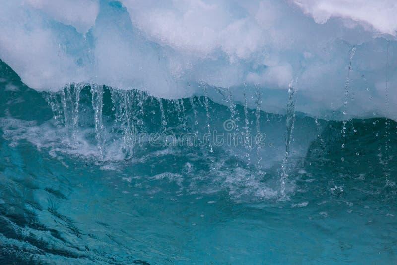 water die van ijsvlotter druipen stock afbeeldingen
