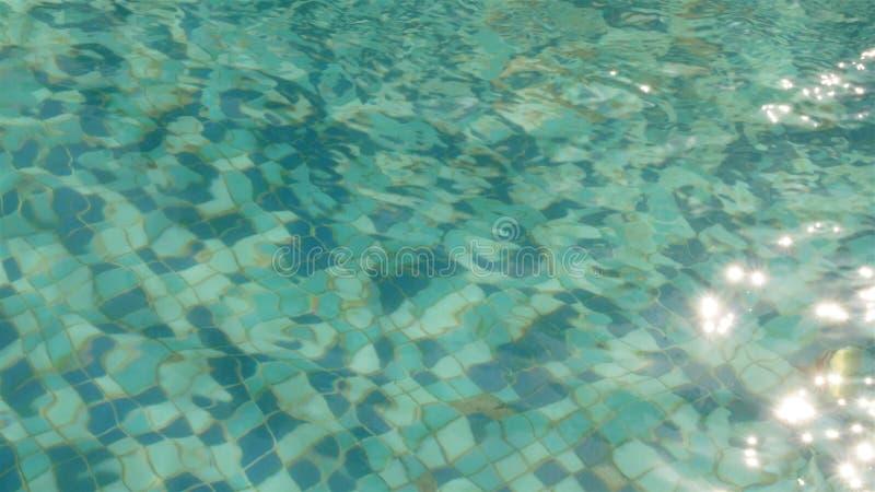 Water in een zwembad stock afbeelding