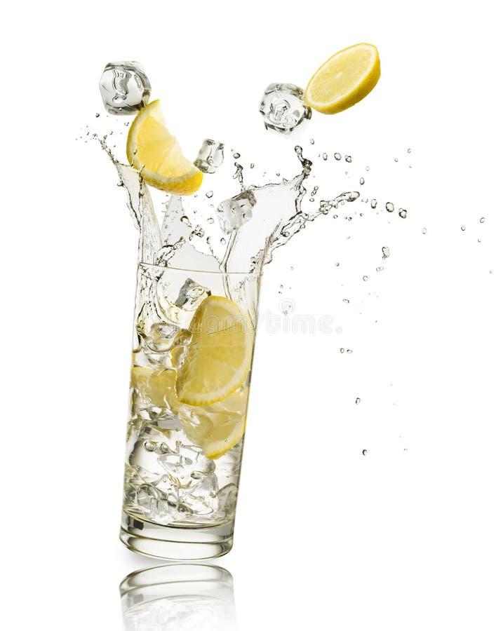 Water en citroen royalty-vrije stock foto's