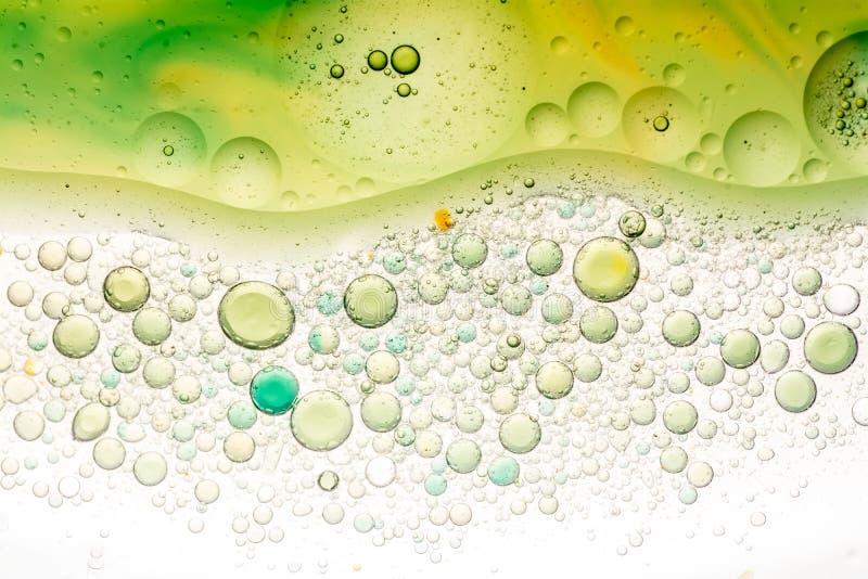 Water en oliebellenachtergrond stock foto's