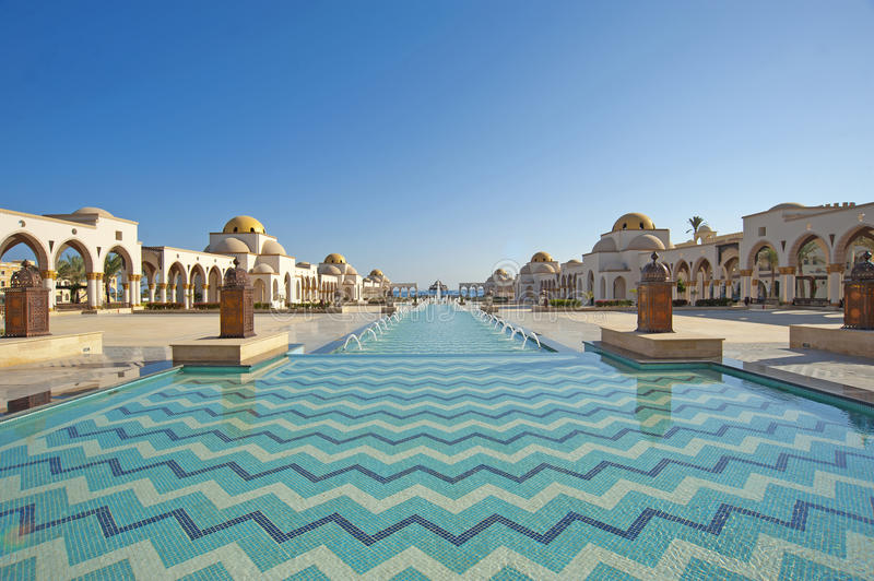 Download Water Feature In A Piazza Royalty Free Stock Photo - Image: 17466325