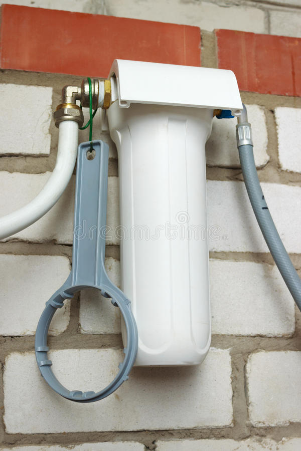 Water filtrerar med att inhysa för vit arkivfoton