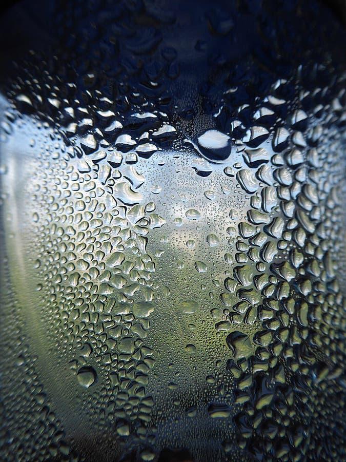 Water in fles met bellen royalty-vrije stock foto's