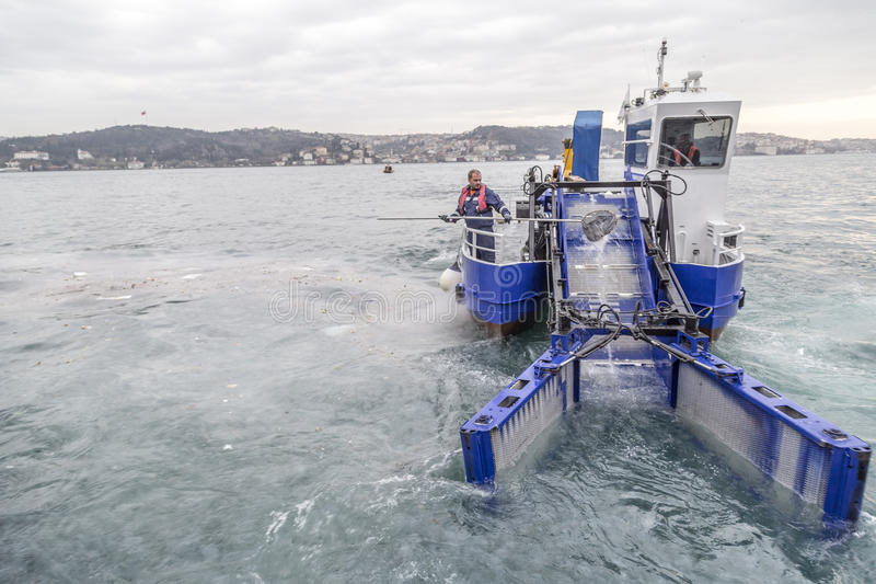 Water het schoonmaken in Bosphorus royalty-vrije stock foto