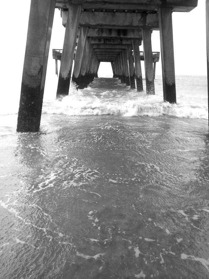 Water onder de brug royalty-vrije stock fotografie