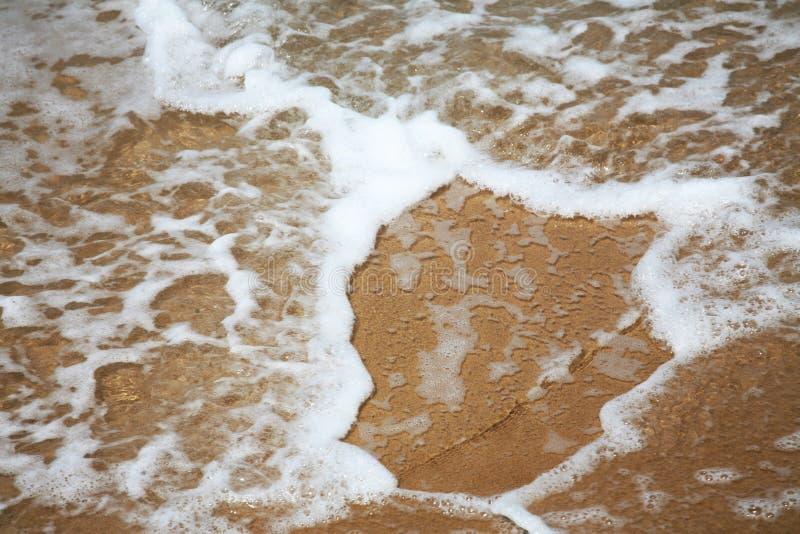 Water op het strand royalty-vrije stock afbeelding