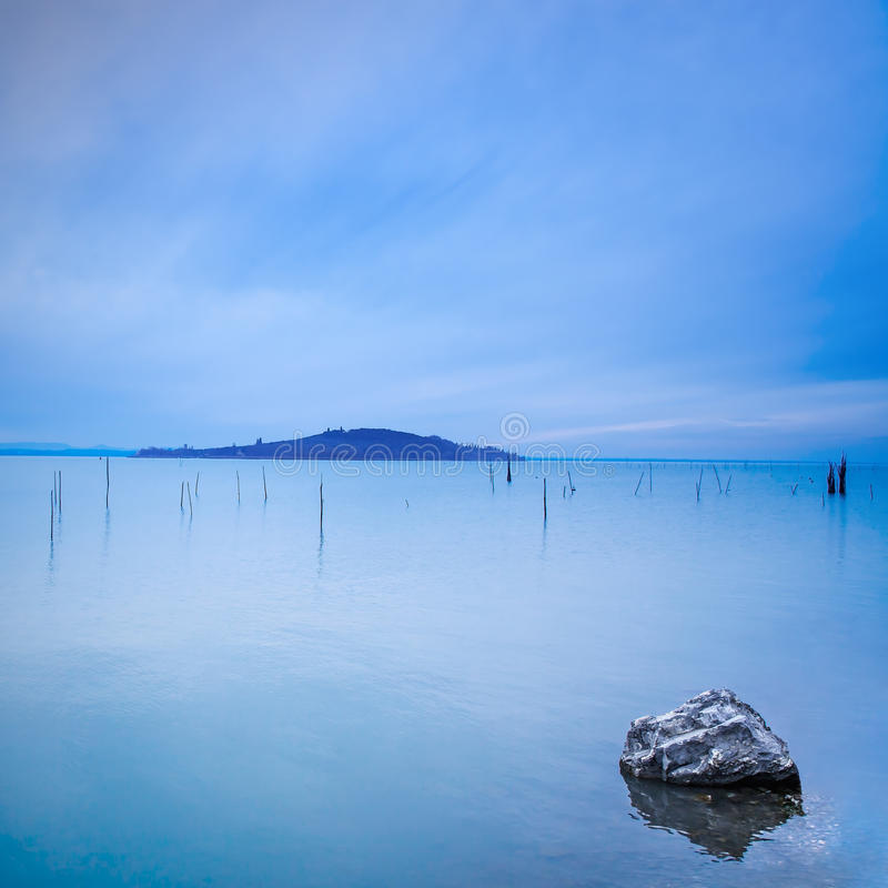 Free Water, Poles, Island And Rock In A Blue Morning On Lake. Hills On Background Stock Photo - 29509150