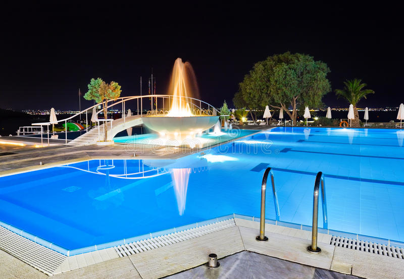 Download Water Pool And Fountain At Night Stock Image - Image: 16142409