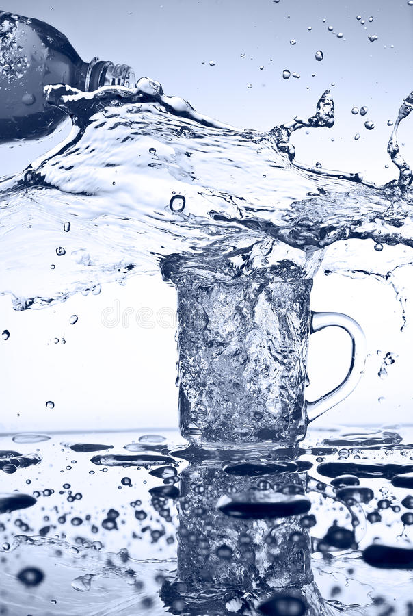 Free Water Pouring Stock Photo - 42172420