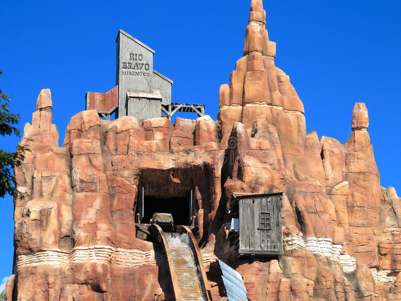 Download Log Flume Ride At Mountain Top Editorial Image - Image: 25574410