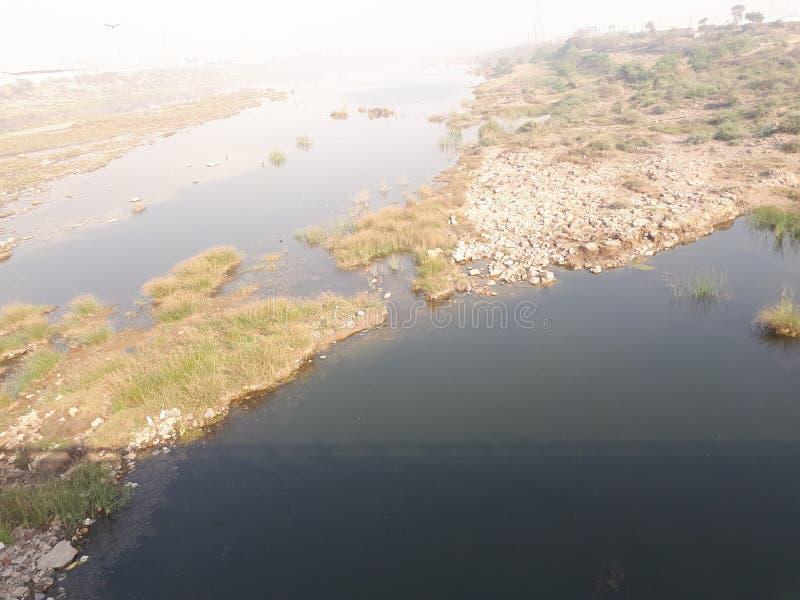 Water, rivierwater, rivierstrand stock afbeeldingen