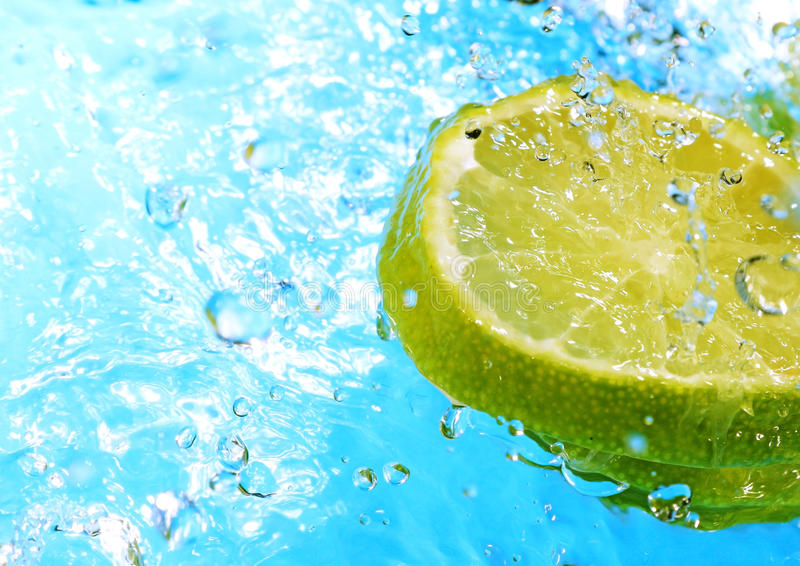 Download Water Splash On Slices Of Lemons Royalty Free Stock Photography - Image: 26221307