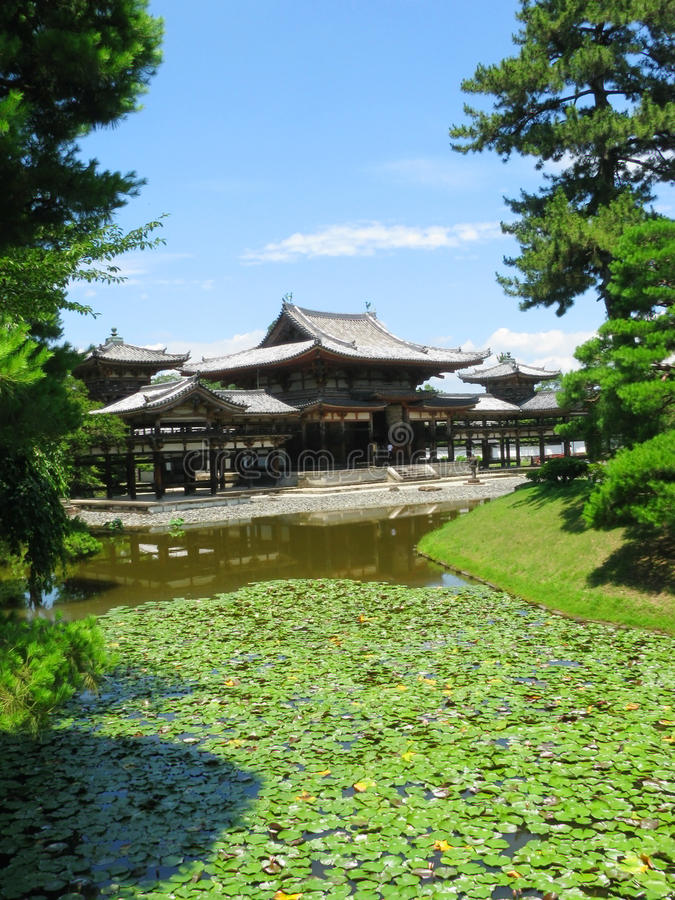 Download By Water Surrounded Phoenix Hall In Japan Stock Photo - Image: 21198880