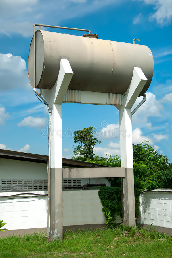 Free Water Tank Tower Royalty Free Stock Photo - 27177135