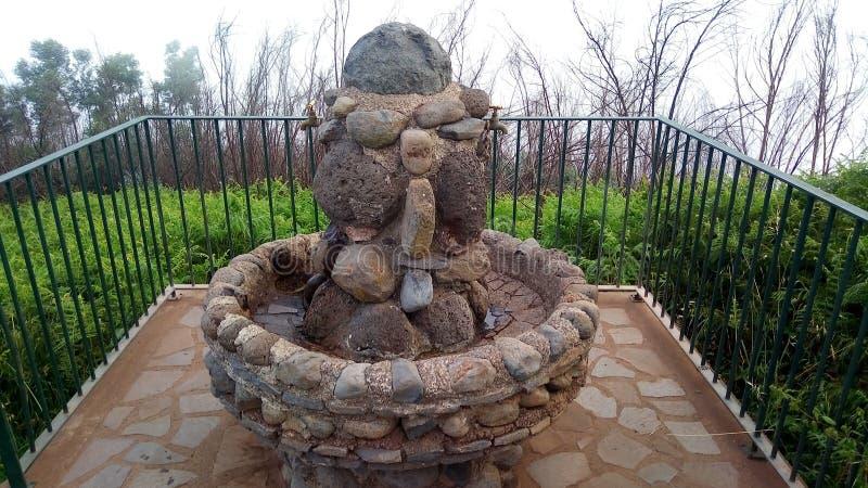Waterbron van stenen in de bergen van het Eiland van Madera, Portugal wordt gemaakt dat stock fotografie