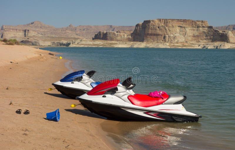 Watercraft na plaży w pustyni fotografia stock