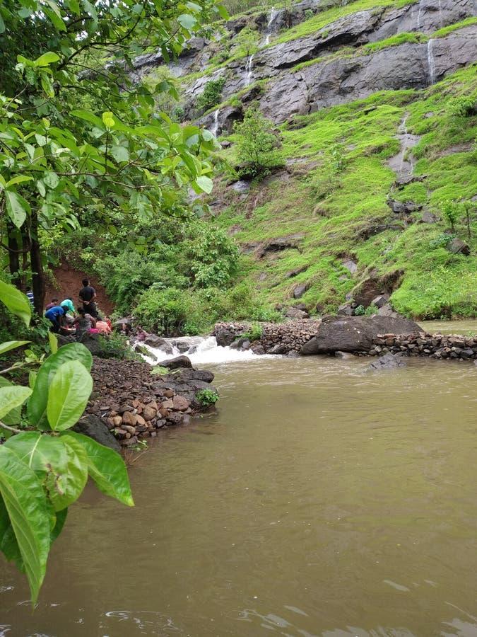 Waterdaling in Neral dichtbij Mahtheran royalty-vrije stock foto's