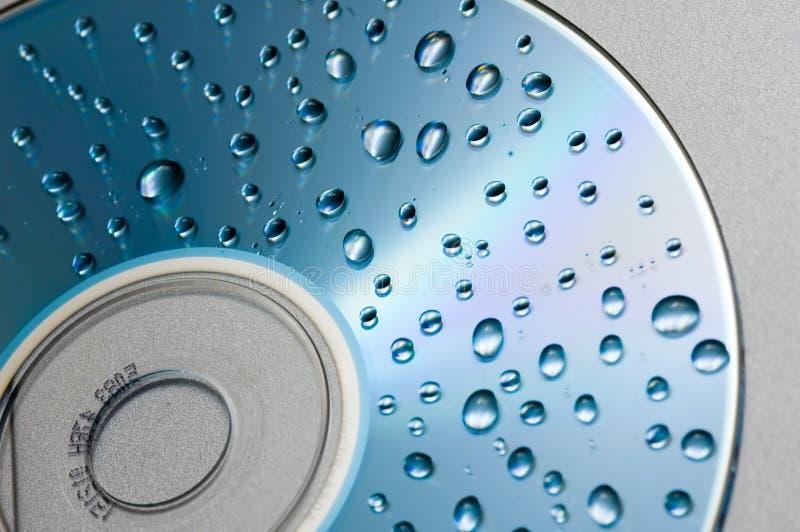 Waterdrops en fondo cd imagenes de archivo