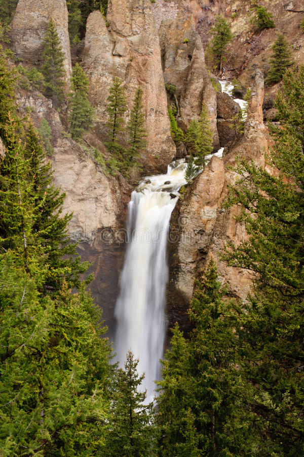 Free Waterfall And Rugged Cliff Royalty Free Stock Photography - 17706607