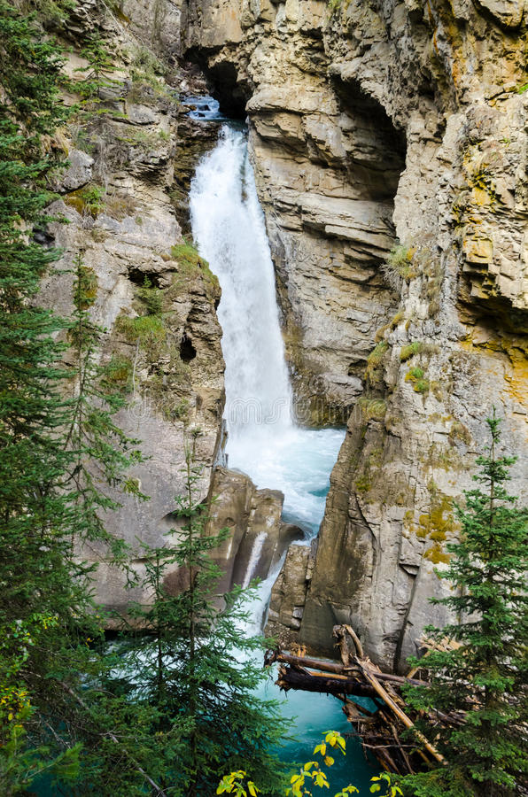 Download Waterfall At Johnston Canyon Royalty Free Stock Images - Image: 34024679