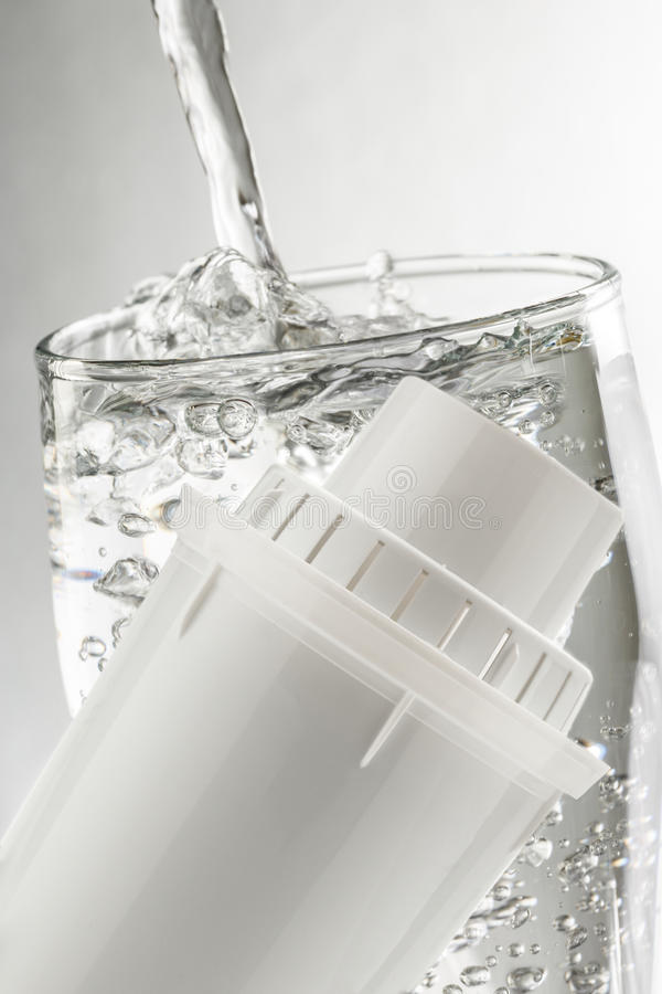 Waterfilter en glas royalty-vrije stock fotografie