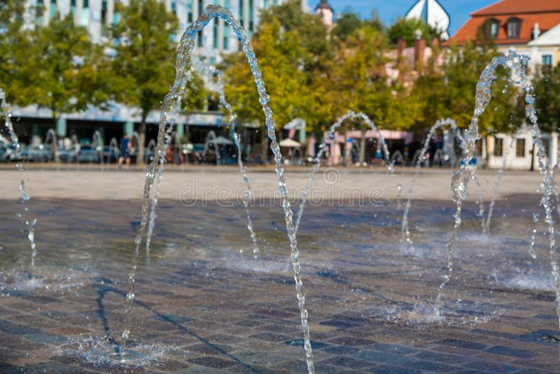 Waterfountains на квадрате собора и Landtag sachsen-Anhalt стоковые изображения