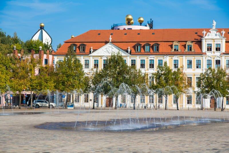 Waterfountains на квадрате собора и Landtag sachsen-Anhalt стоковые фото