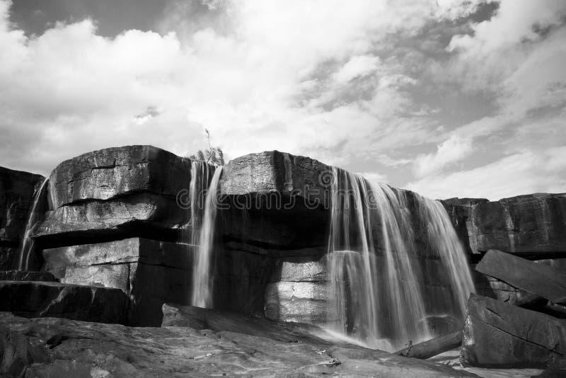 Waterfull en pierre photos stock