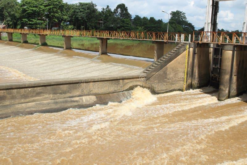 Watergate nel lato rurale Tailandia del paese fotografia stock libera da diritti