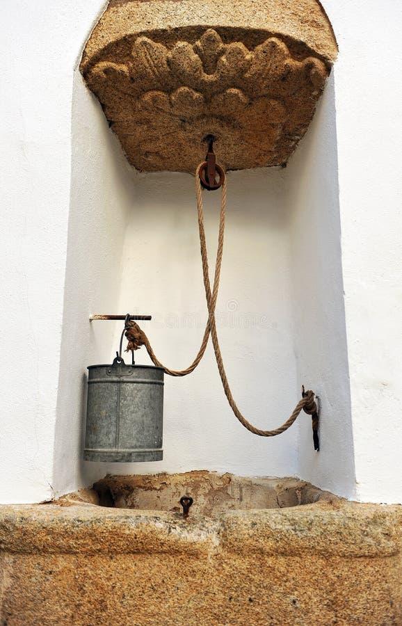 Waterhole en el palacio episcopal, Caceres, Extremadura, España imagen de archivo libre de regalías