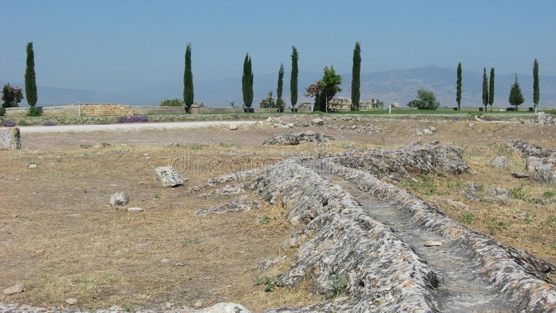 Waterkanaal in oude stad Hierapolis stock foto's