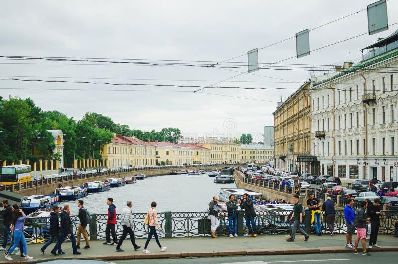 Waterkanalen van de stad van St. Petersburg, 2018 Mooie cityscape stock foto's
