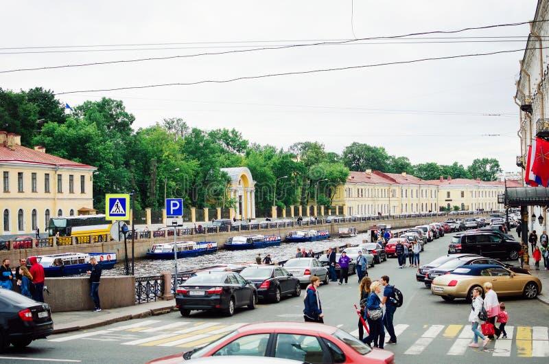 Waterkanalen van de stad van St. Petersburg, 2018 Mooie cityscape royalty-vrije stock fotografie