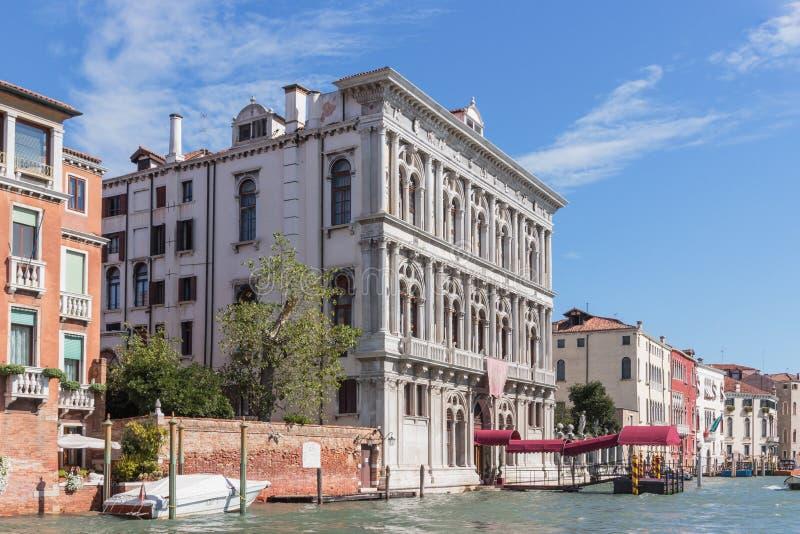 Waterkanalen van de stad van Venetië Voorgevels van woningbouw die Grand Canal in Venetië, Italië overzien royalty-vrije stock foto